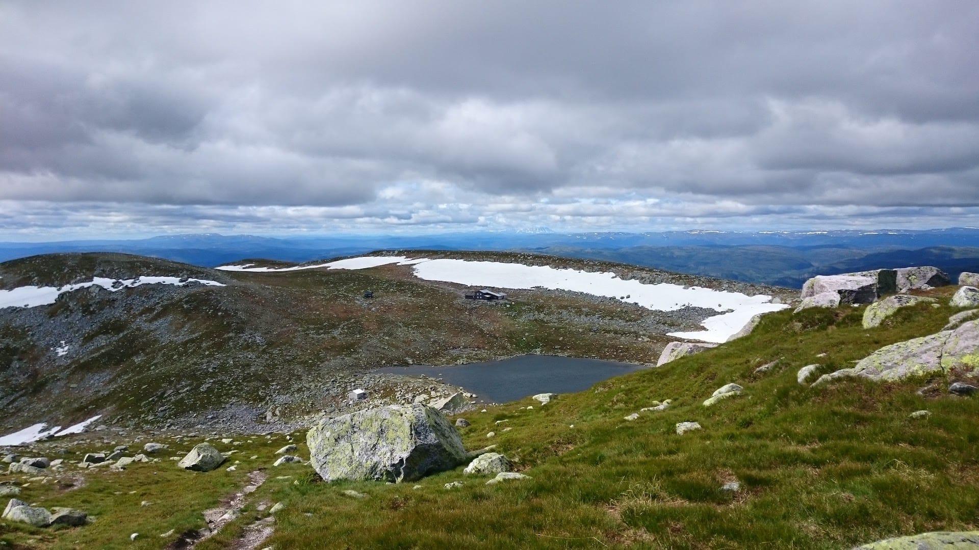 DNT-hytta Høgevarde og Gaustadtoppen fra Høgevard