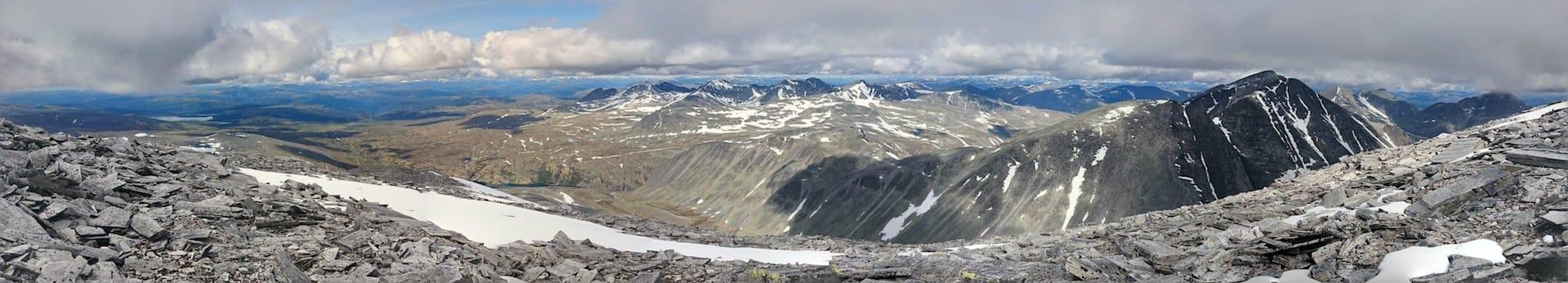 Utsikt fra Storronden mot blant annet Rondeslottet, Vinjeronden, Veslesmeden og Storsmeden