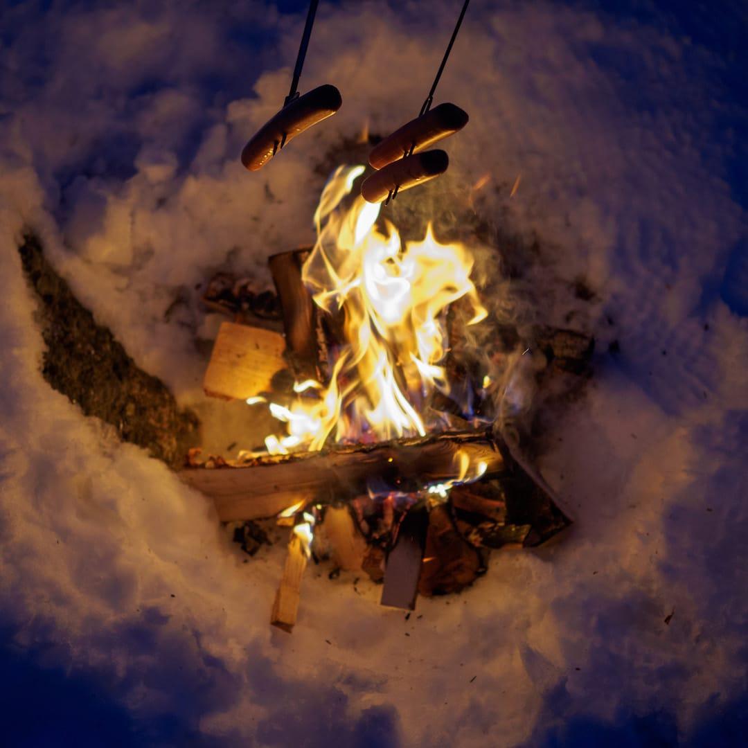 Pølser på bålet